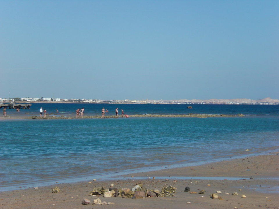 Strand vor dem Hotel Dana Beach Resort