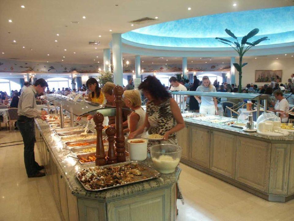 Beim Abendesses im Restaurant Hotel Kalithea Mare Palace