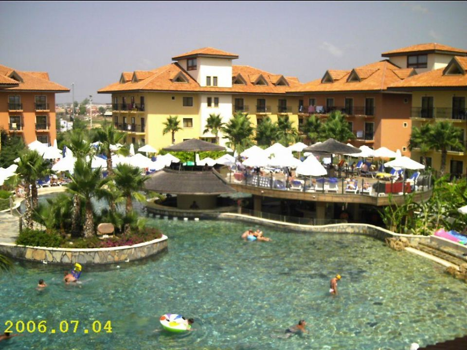 Wave-Pool mit Poolbar Club Grand Aqua