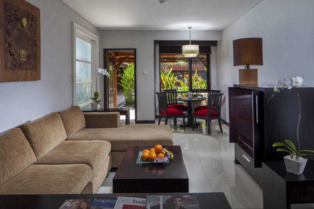Bild pool access suites living room zu sanur paradise for Sitting room suites