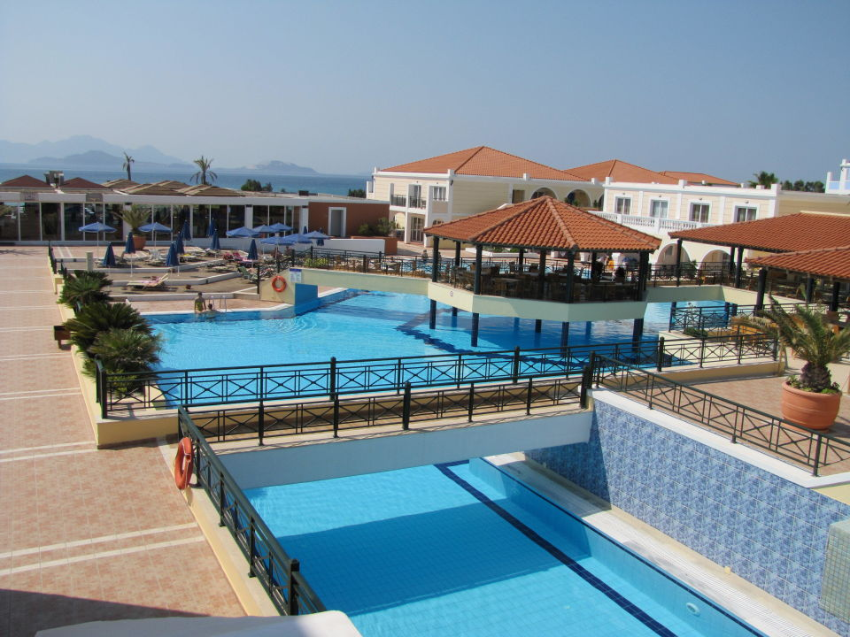 grosser pool atlantica porto bello royal hotel kardamena holidaycheck kos griechenland. Black Bedroom Furniture Sets. Home Design Ideas