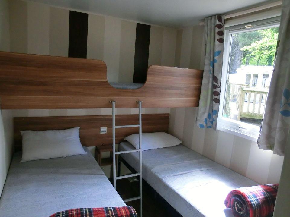 kinderzimmer f 3 personen m kleiderschrank vorn. Black Bedroom Furniture Sets. Home Design Ideas