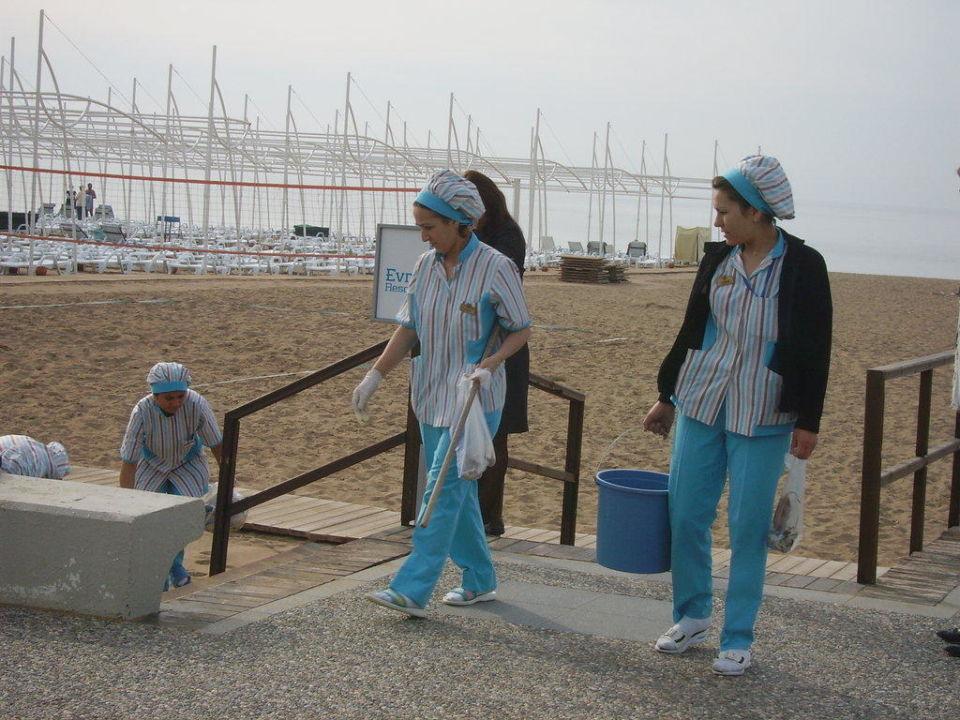 Auch der Strand wird gewissenhaft gesäubert Sunis Hotel Evren Beach Resort & Spa