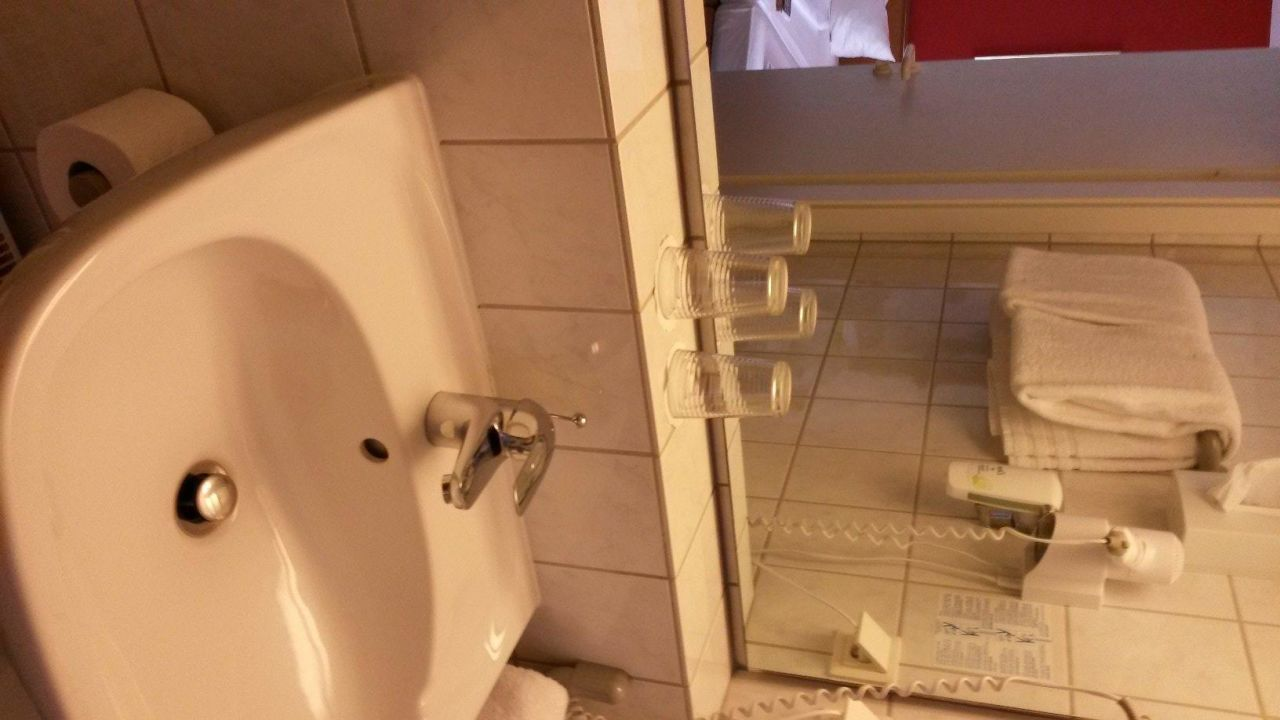 Bild zimmer k hlschrank microwelle zu hotel residenz for Zimmer 75 00 37