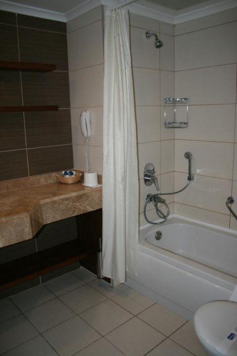 Badezimmer, etwas klein für 5 Personen Kirman Leodikya Resort