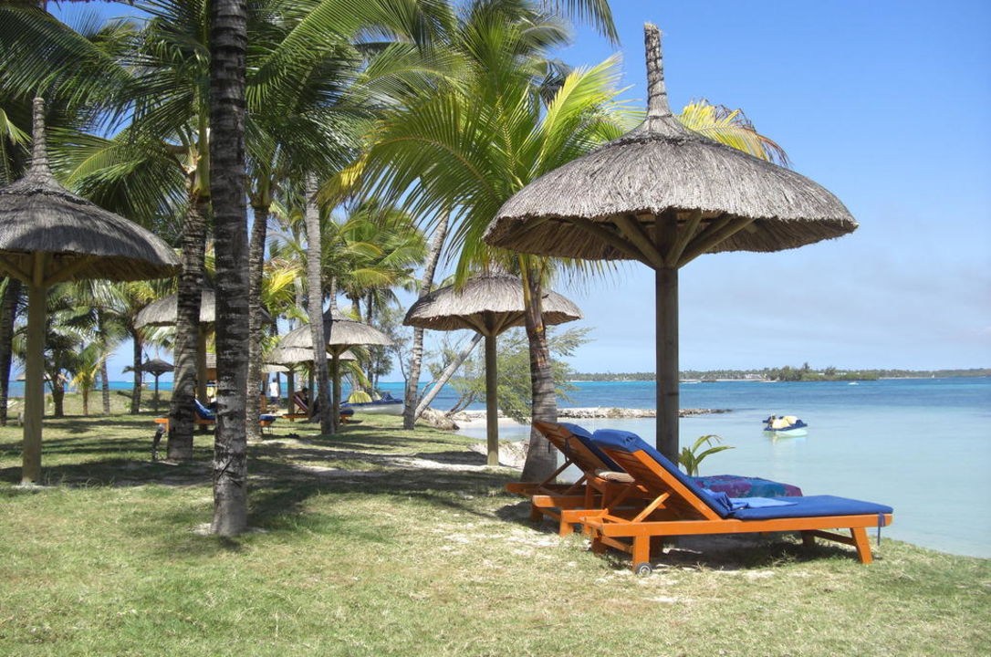 liegestuhl unter sonnenschirm jalsa beach hotel spa poste lafayette holidaycheck. Black Bedroom Furniture Sets. Home Design Ideas