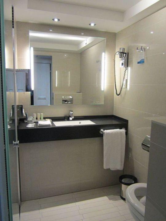 bild hansgrohe regendusche zu radisson blu scandinavia hotel in d sseldorf. Black Bedroom Furniture Sets. Home Design Ideas