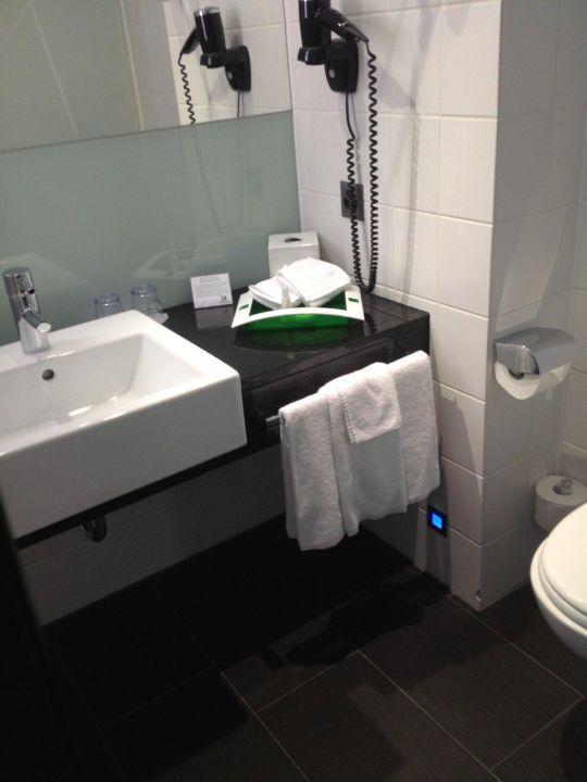 Badezimmer In Ausreichender Grosse Holiday Inn Hotel Westside Bern