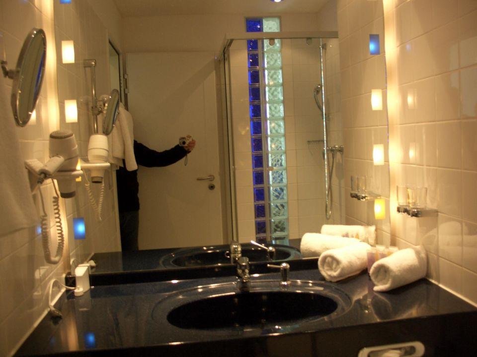 badezimmer hotel innside by meli bremen bremen holidaycheck bremen deutschland. Black Bedroom Furniture Sets. Home Design Ideas
