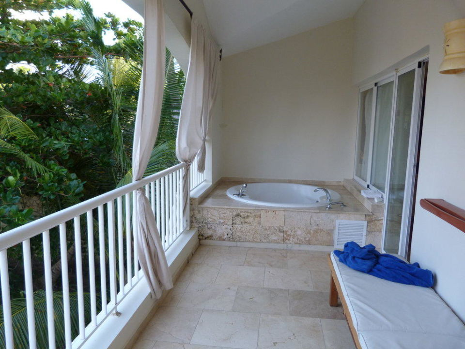 whirlpool auf dem balkon hotel the royal suites turquesa by palladium in bavaro holidaycheck. Black Bedroom Furniture Sets. Home Design Ideas