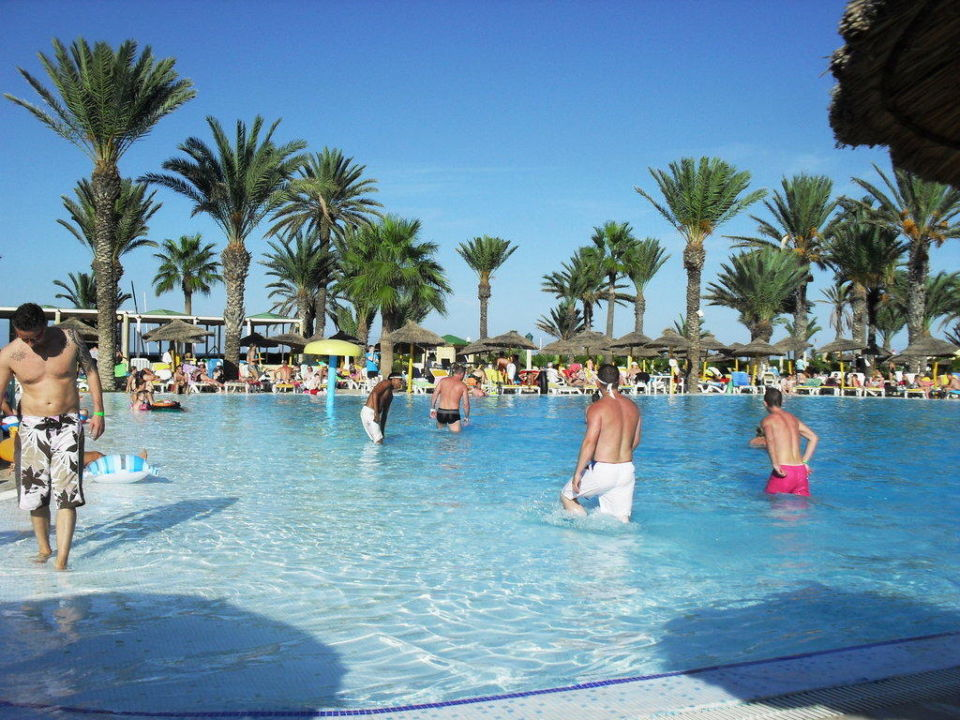 Piscines avec toboggans ,beach volley, gym tonic, jeux Hotel Houda Golf & Beach Club