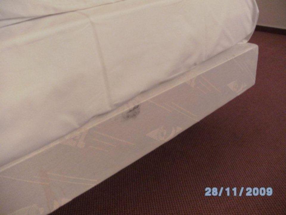 Fleckigen am Bett - Schimmel? Mercure Hotel Hamburg am Volkspark