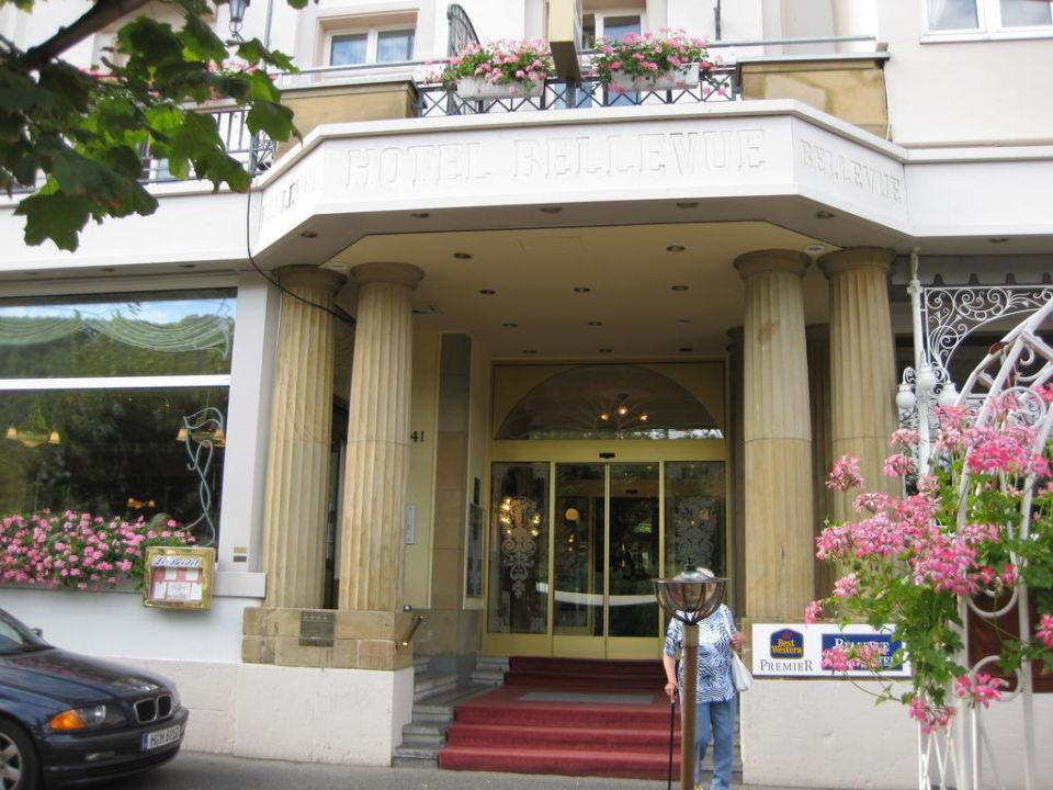 Biergarten vor dem Hotel Bellevue Rheinhotel