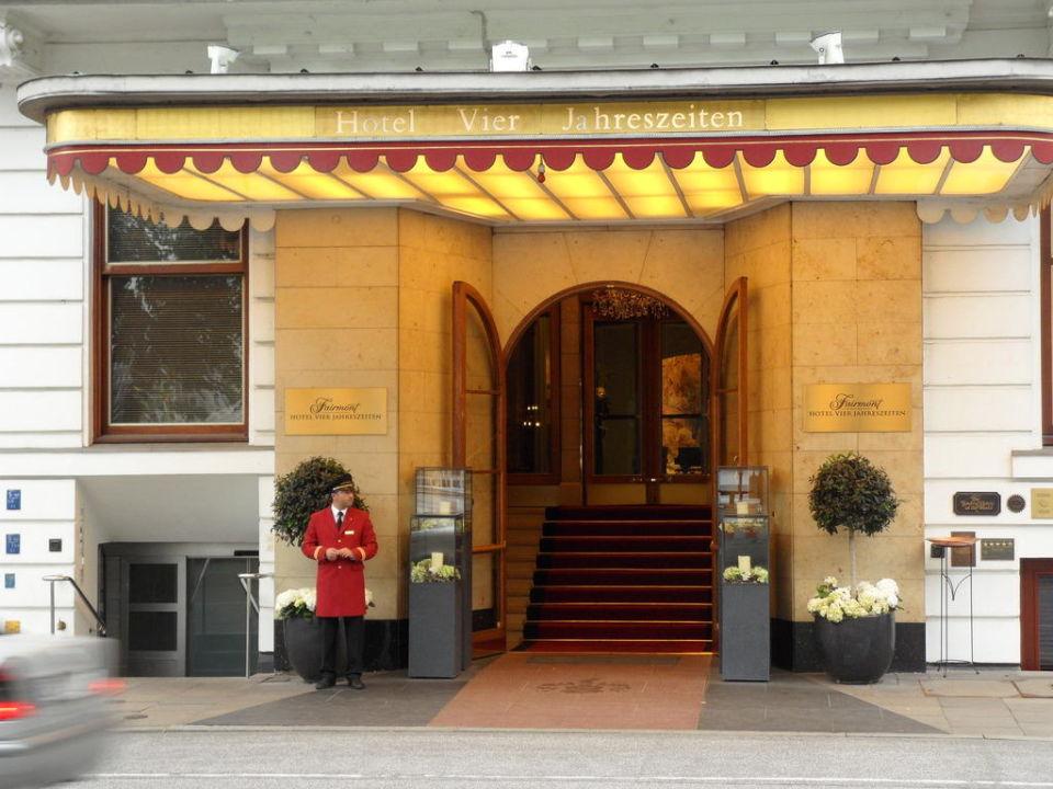 Eingang Fairmont Hotel Vier Jahreszeiten Hamburg Holidaycheck