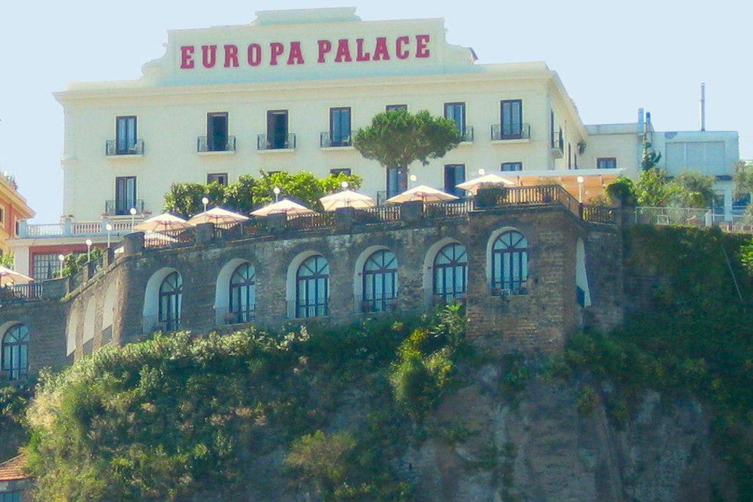 Blick Vom Hafen Auf S Hotel Grand Hotel Europa Palace Sorrent