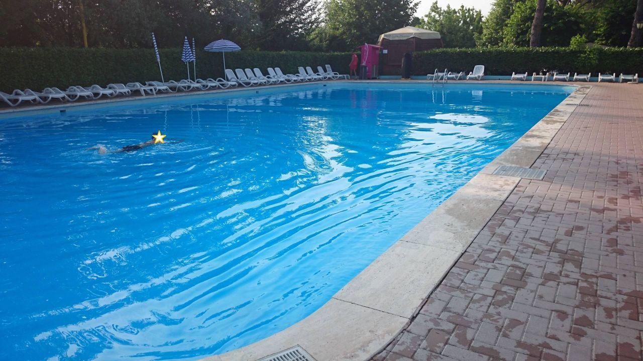 Großer Pool großer pool schwimmer cing cisano san vito bardolino