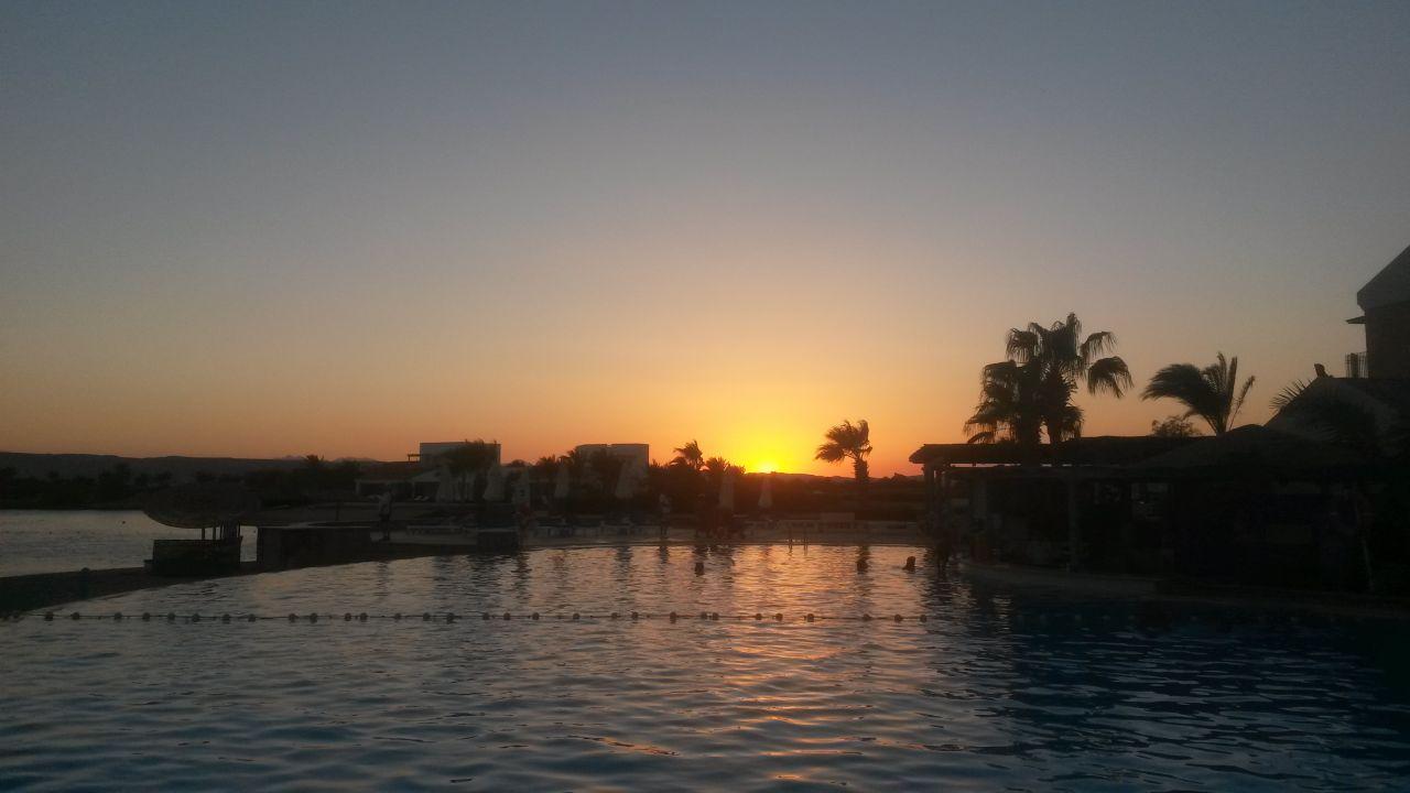 """Sonnenuntergang am "" Lagoon Pool """" Mövenpick Resort ..."