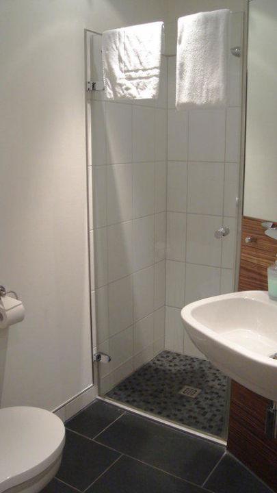 badezimmer hotel messeschlaf in d sseldorf. Black Bedroom Furniture Sets. Home Design Ideas