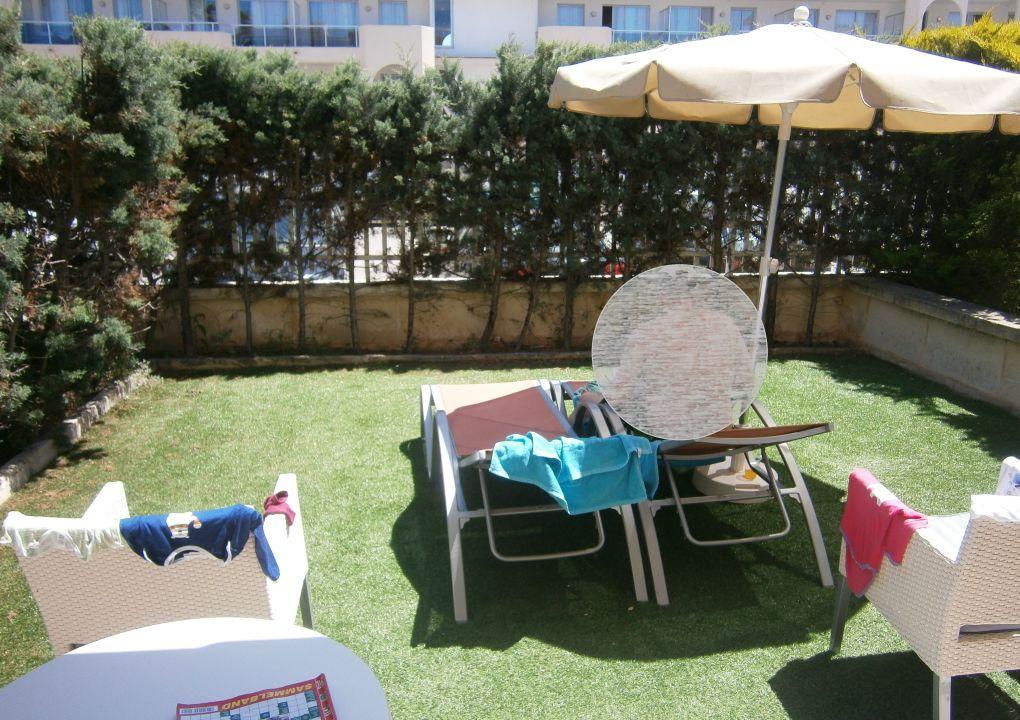 garten mit liegen playa garden selection hotel spa platja de muro playa de muro. Black Bedroom Furniture Sets. Home Design Ideas
