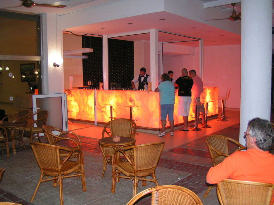 Night Bar Dome Beach Hotel & Resort