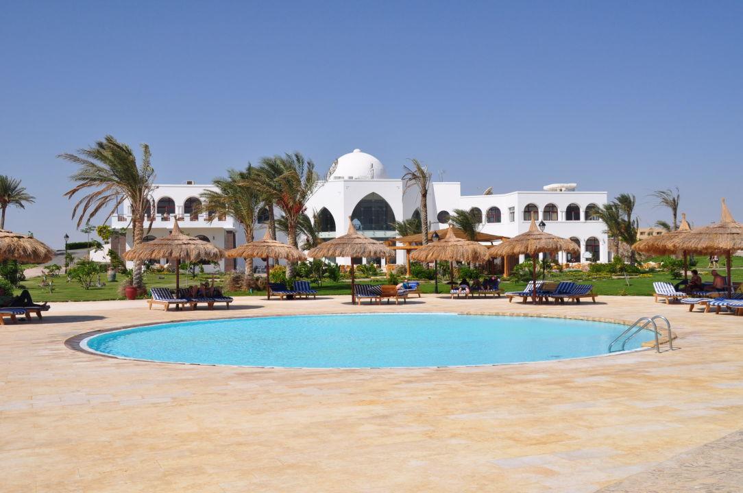 Kinderpool und Haupthaus Hotel Gorgonia Beach