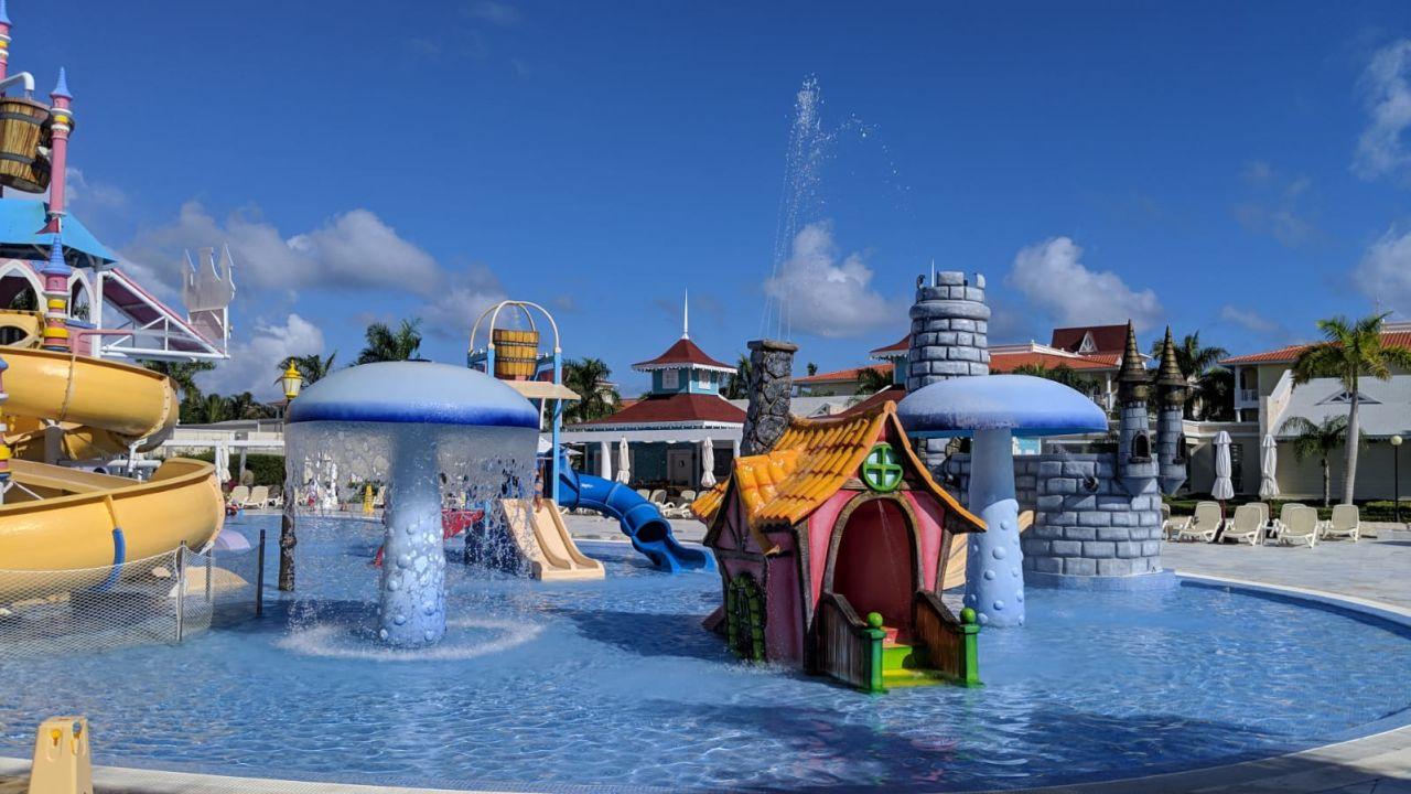 Pool Fantasia Bahia Principe Punta Cana