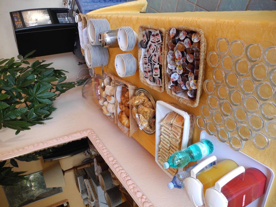 Bescheidenes Frühstücksbuffet Hotel Residence Fenicia