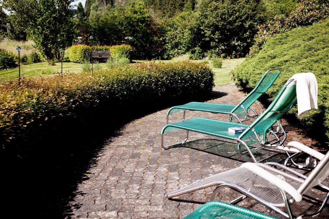 Liegen Im Garten Hotel Im Auerbachtal Bad Laasphe