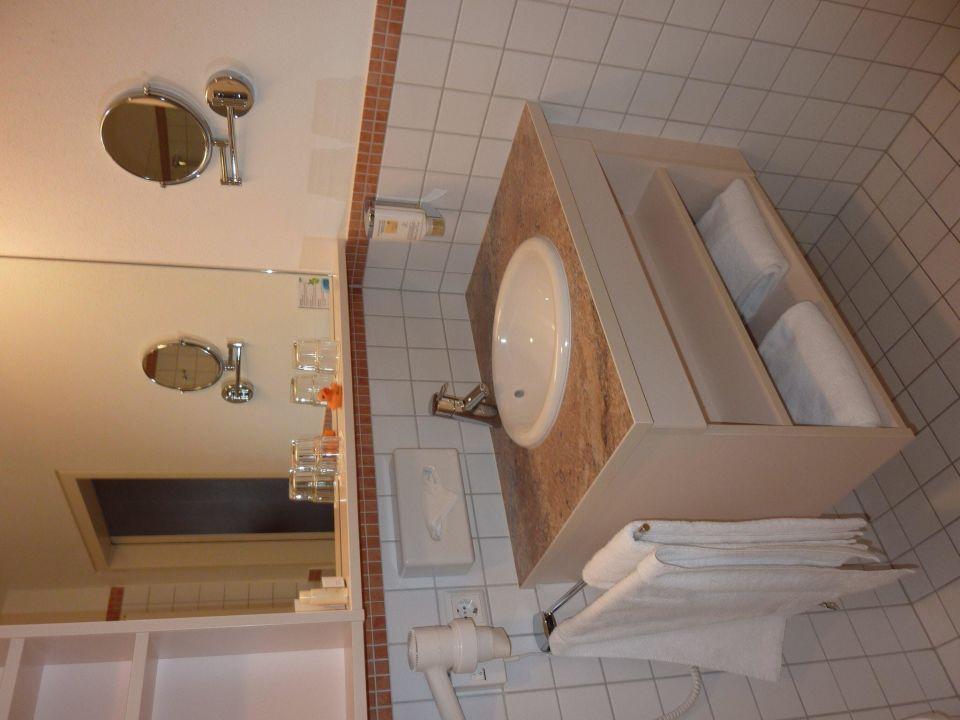 Geräumige gepflegte Badezimmer\