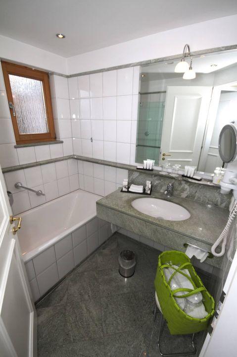 badezimmer beispiel hotel zugspitze in garmisch. Black Bedroom Furniture Sets. Home Design Ideas