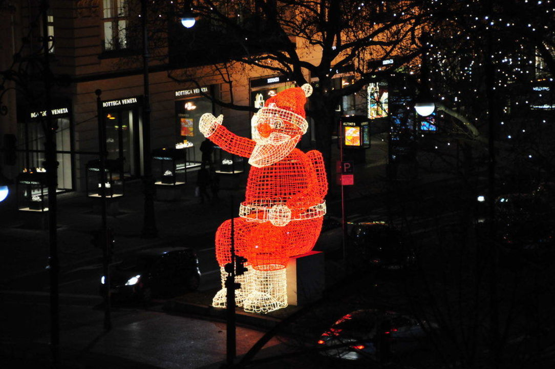 Weihnachtsbeleuchtung Kurfürstendamm.Weihnachtsbeleuchtung Nikolaus Come Inn Berlin Kurfürstendamm Opera