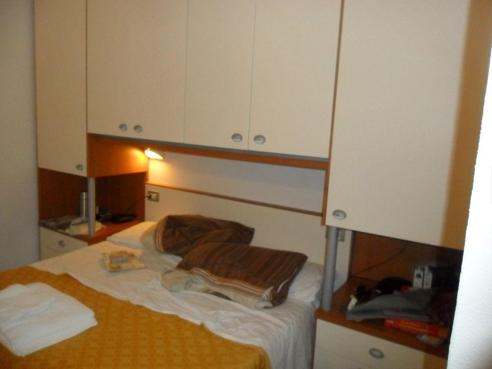 Bett Mit Schrankuberbau Hotel El Prado Pinarella Di Cervia