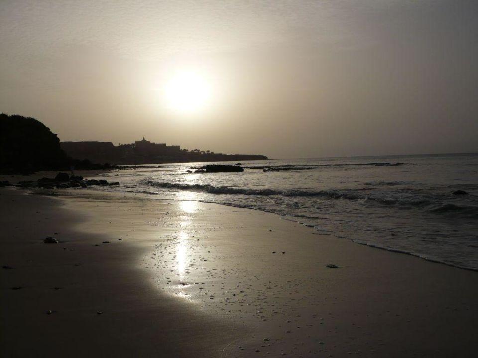 Morgens am Strand beim Sonnenaufgang SBH Hotel Taro Beach