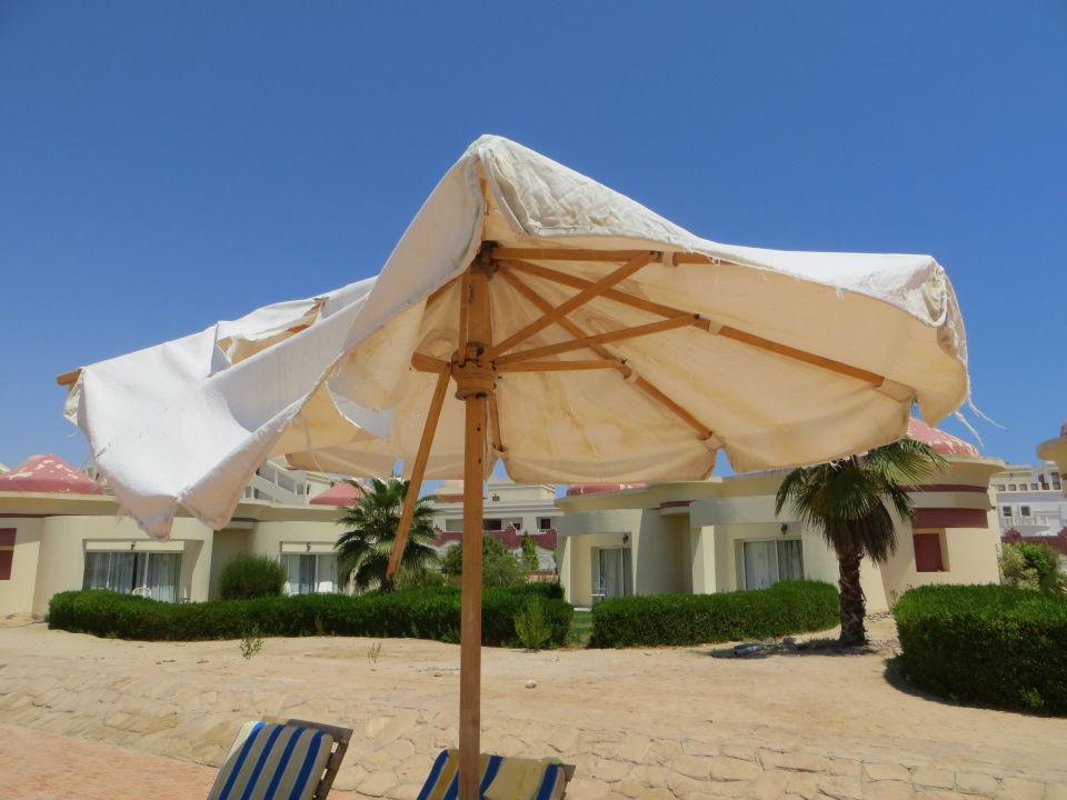 Basen przy bungalowach Red Sea Taj Mahal Resort & Aqua Park