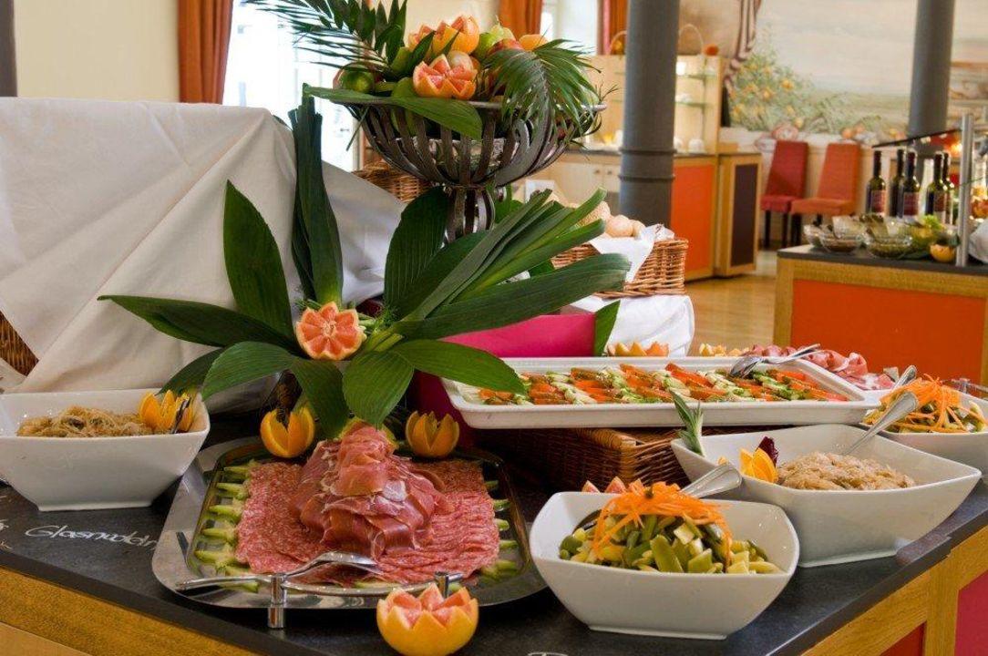 "Brunchbuffet im Restaurant ""Orangerie"" nestor Hotel Ludwigsburg"