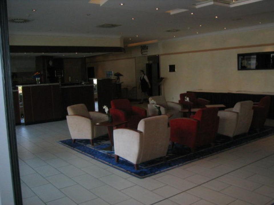 Sitzecke im Eingang Leonardo Hotel Wolfsburg City Center