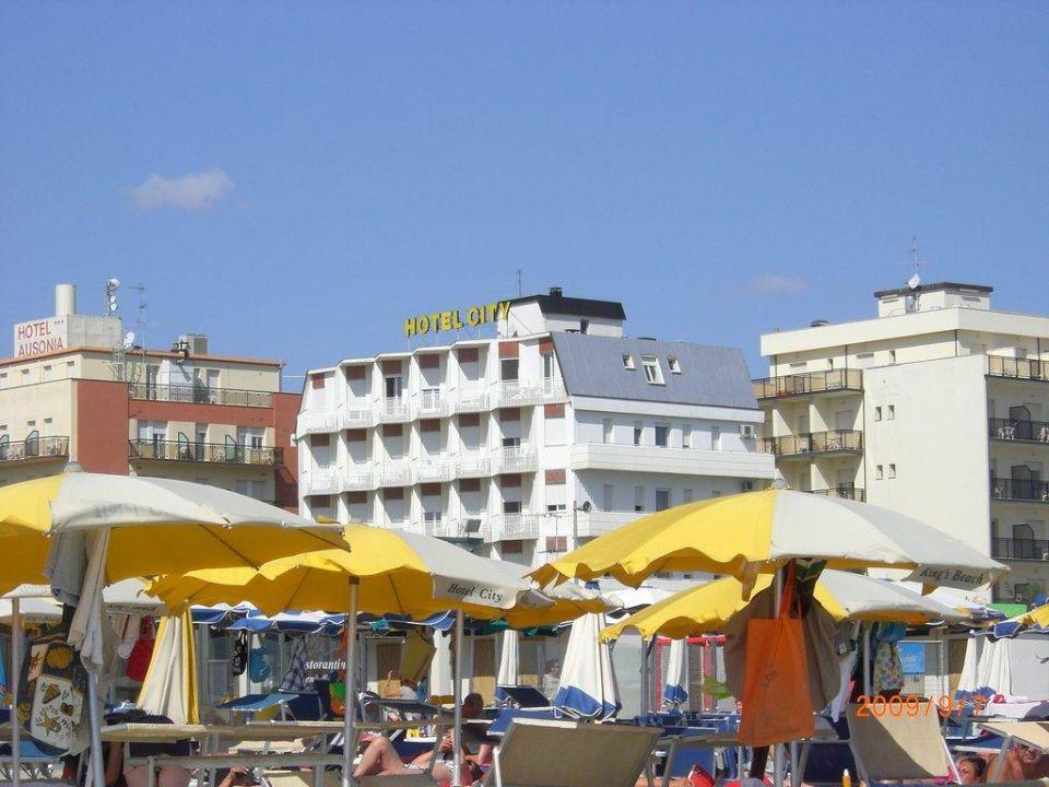 Vom Strand das Hotel City Hotel City