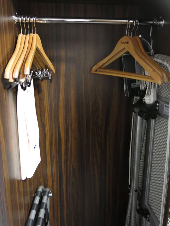 Bügelbrettschrank bügelbrett schrank bügel hotel radisson lietuva vilnius