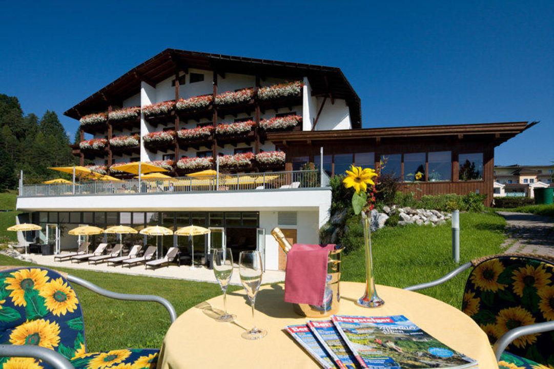 Liegewiese und Garten Hotel Achentalerhof