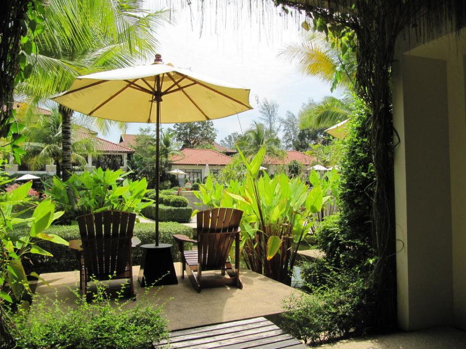 Blick auf Terrasse The Briza Beach Resort Khaolak