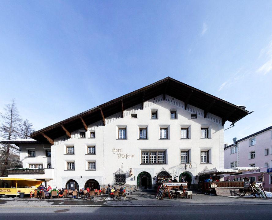 Hauptfassade Hotel Parsenn