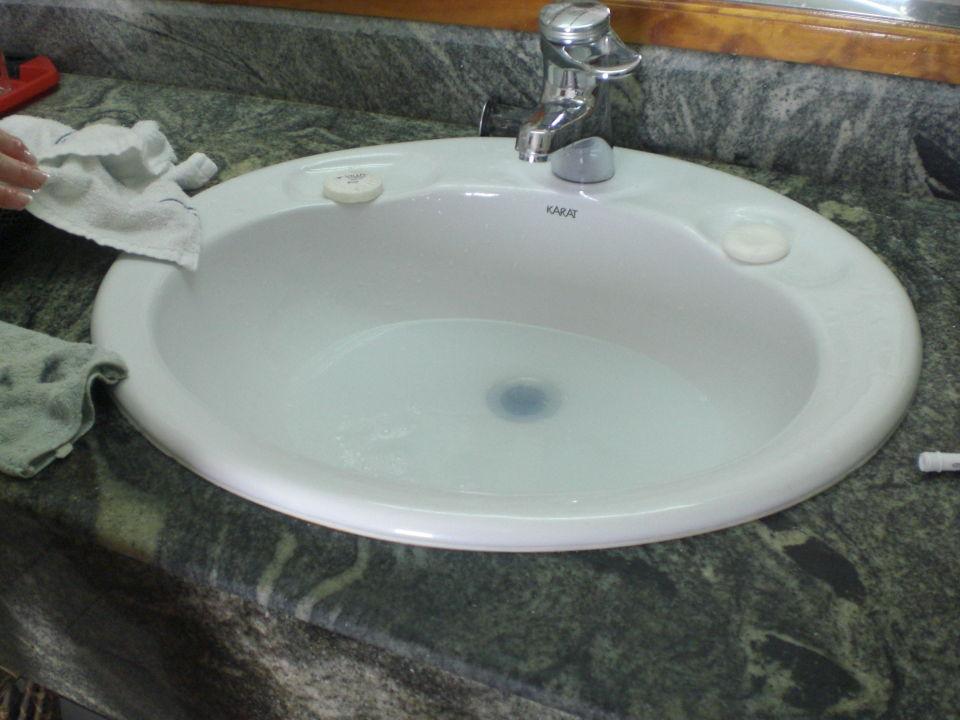 verstopftes waschbecken awesome abfluss reinigen erklarvideo obi badezimmer waschbecken abfluss. Black Bedroom Furniture Sets. Home Design Ideas