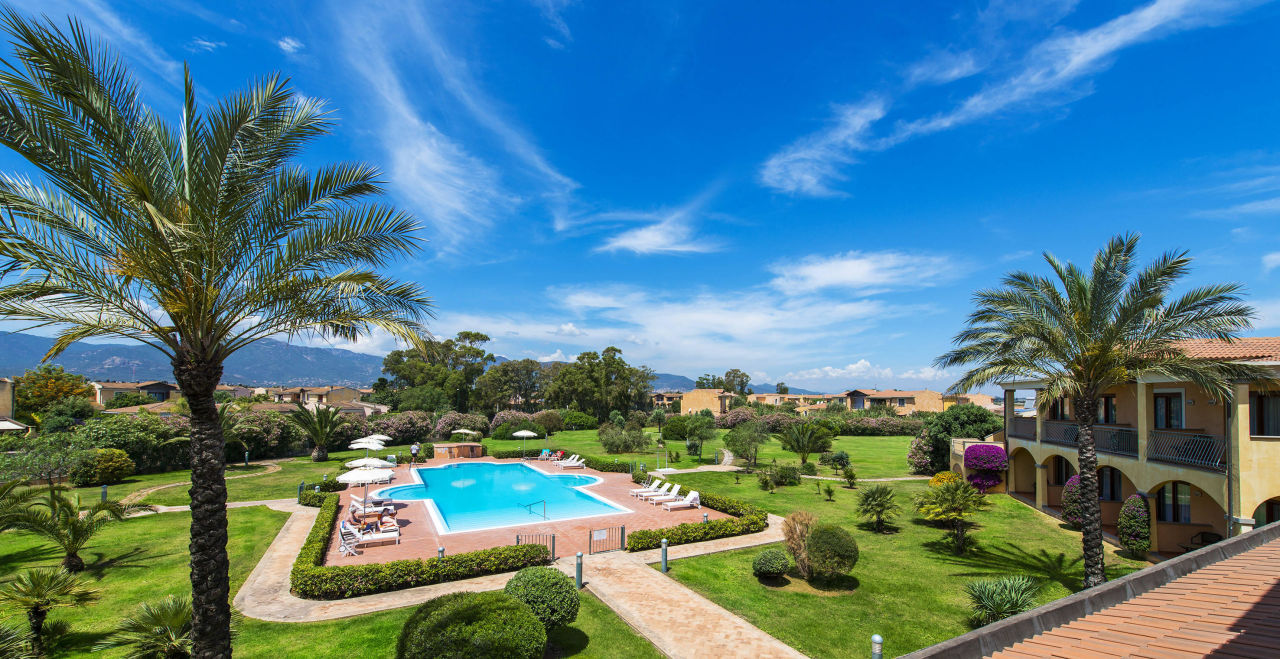 Vista piscina hotel santa lucia capoterra capoterra for Piscina santa lucia