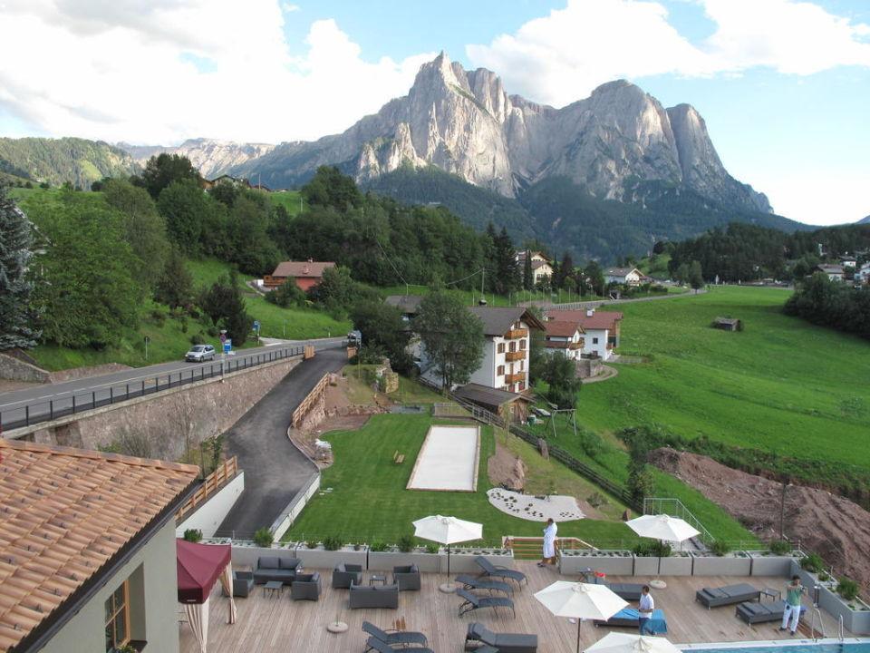 Ausblick vom Hotel zum Naturpark Schlern Hotel Alpenflora