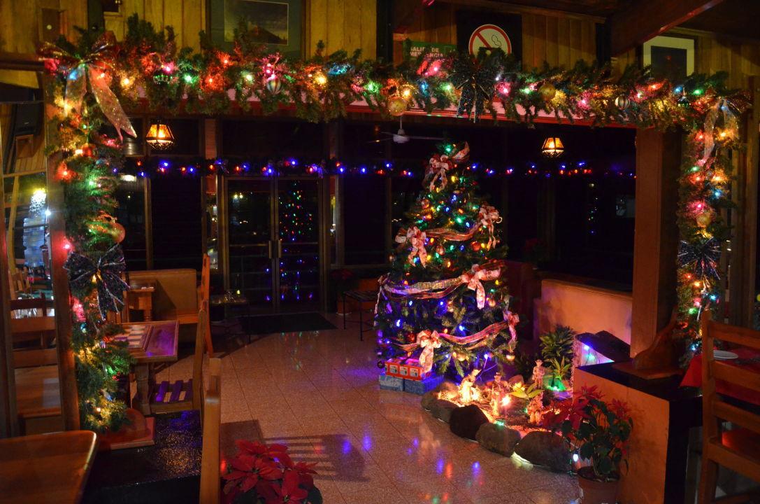 Kitschige Weihnachtsdeko weihnachtsdeko im restaurant arenal observatory lodge spa nuevo