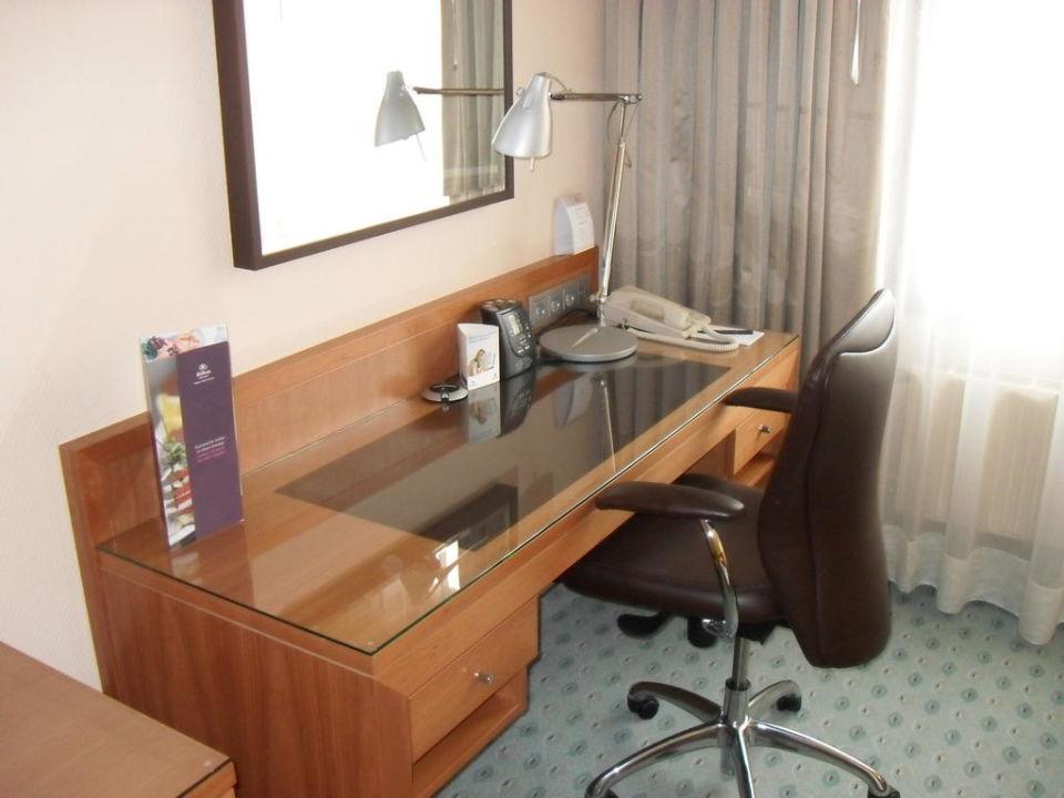 Schreibtisch hilton dresden dresden holidaycheck for Schreibtisch 1 50 m