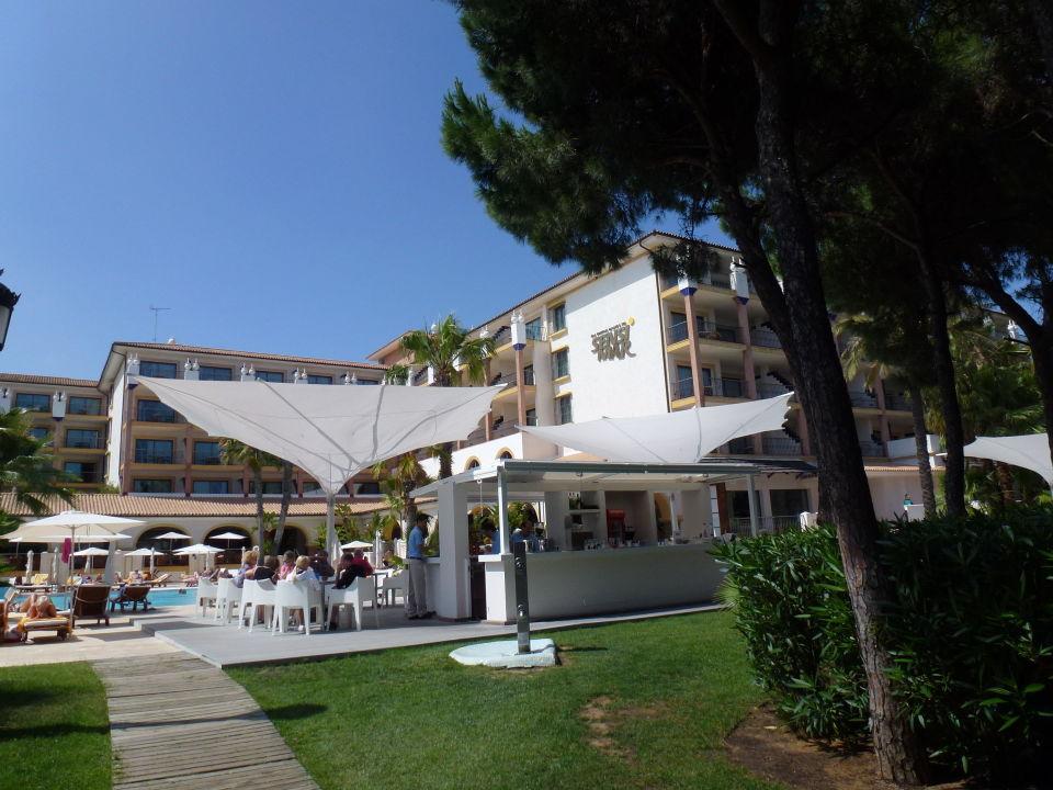 Rechts vom Strandtor TUI SENSIMAR Isla Cristina Palace und Spa