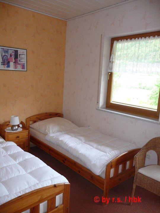 bild kleines schlafzimmer 2 einzelbetten zu ferienwohnung moselurlaub kolb in bruttig fankel. Black Bedroom Furniture Sets. Home Design Ideas