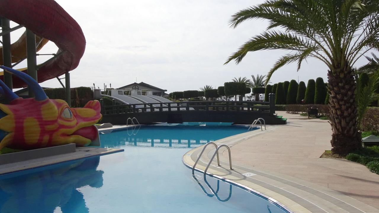 Bild rutsche mit pool zu hotel limak lara de luxe in lara - Pool rutsche ...