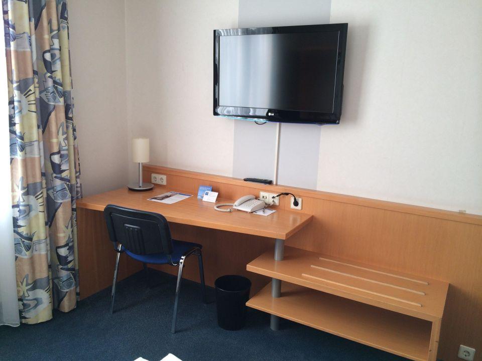 Bild schreibtisch tv zu tryp centro oberhausen hotel for Schreibtisch 1 60 m